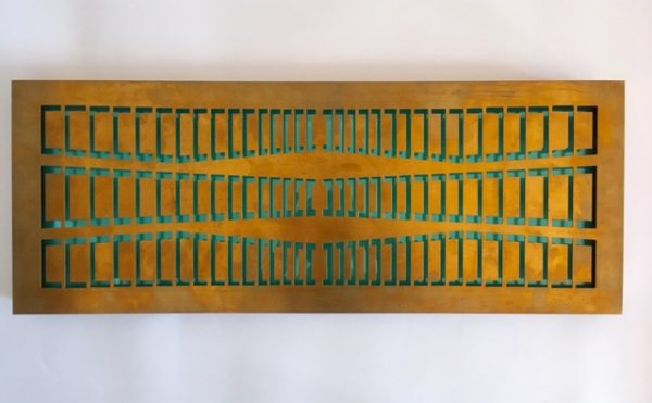 Matilde Pérez – Pieza de Bronce Troquelada sobre Placa de Acrílico (Caja de Luz).